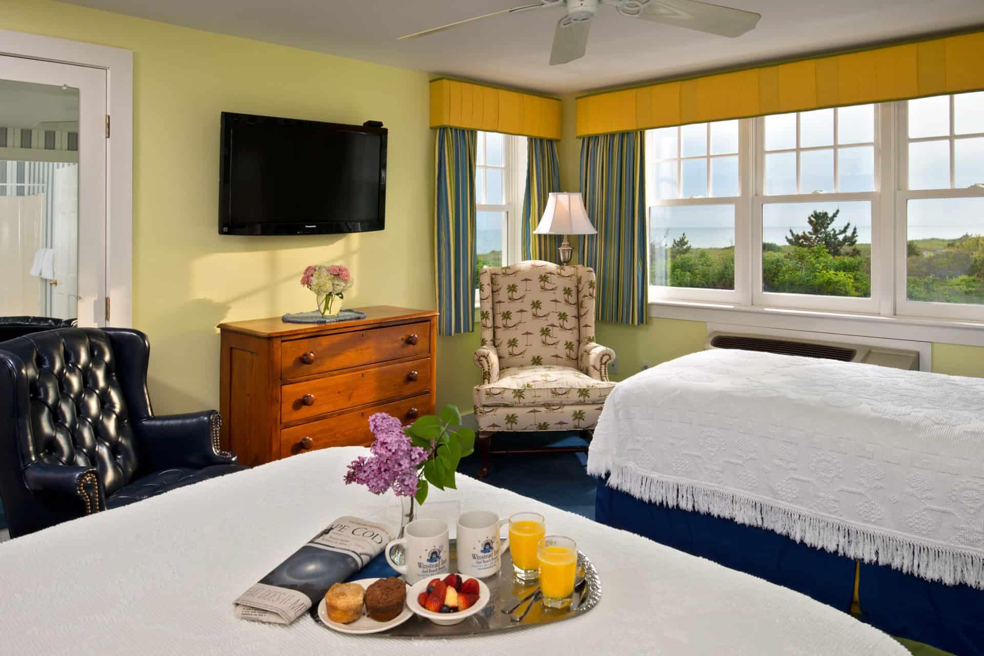 Room 2 beds, dresser and TV