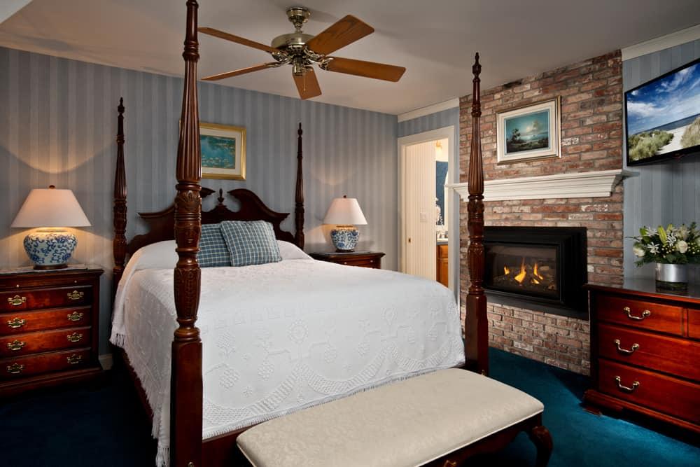 Admiral's Suite bed