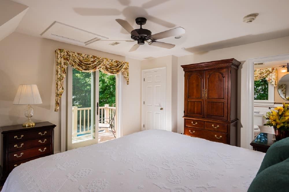 Bow Sprit Suite Ceiling fan