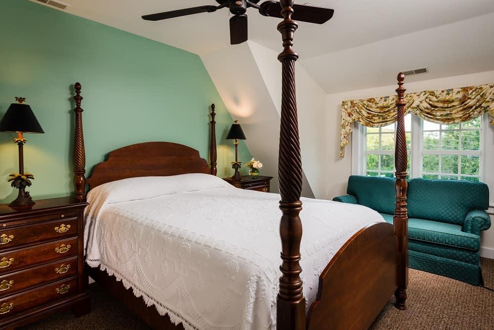 Bow Sprit Suite Bed