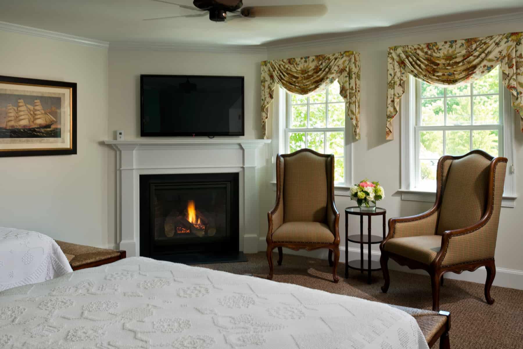 Leeward Stateroom TV and fireplace